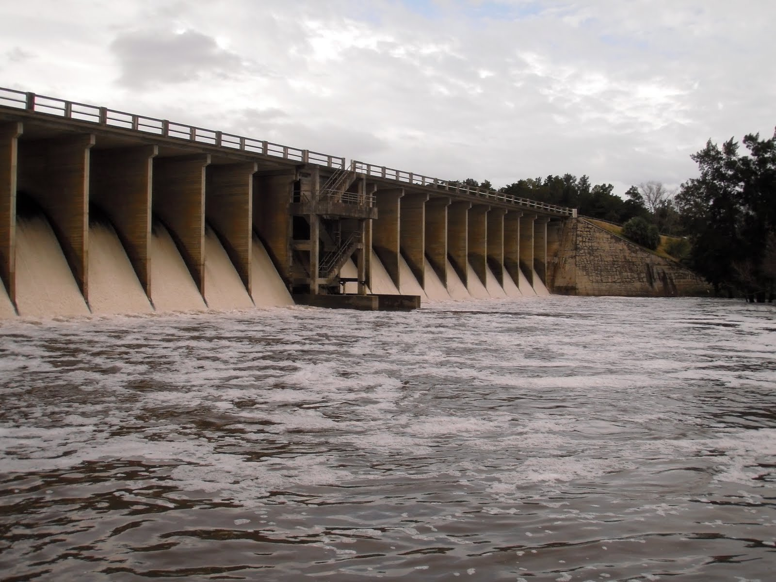 Smart Engineering signs a international contract with the University of the Republic to study Canelon Grande dam in Uruguay